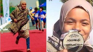 Egyptská dívka vyhrává závody v běhu