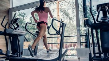 trénink na běžeckém pásu