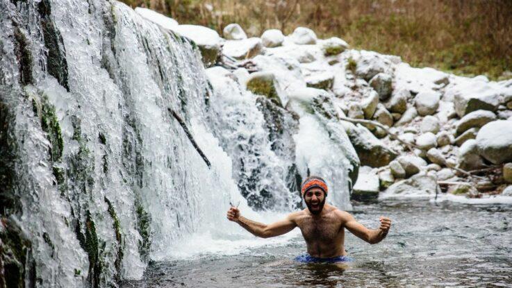 Wim hofova metoda otužování a koupání v ledové vodě v zimě